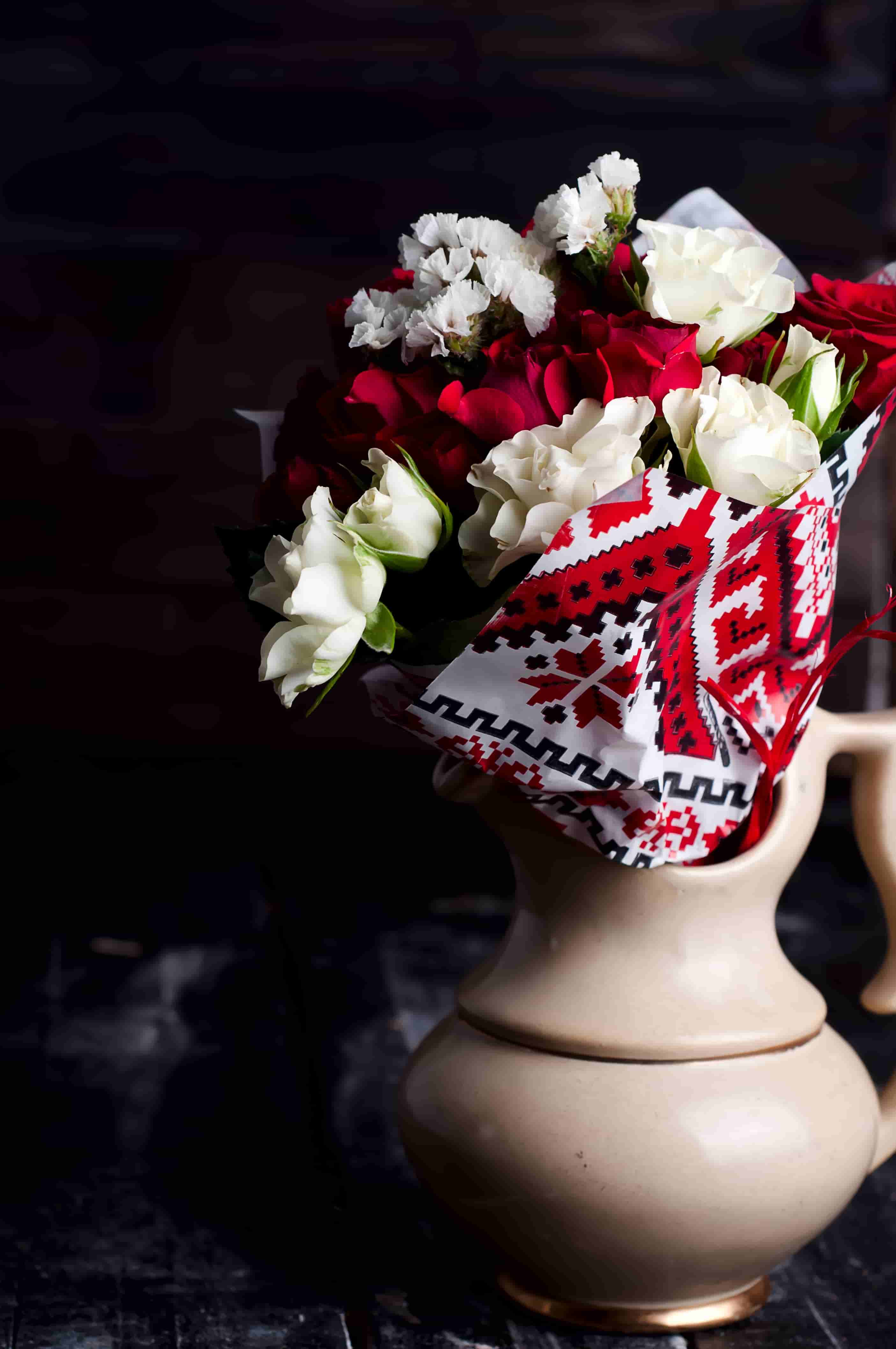 bouquet of red and white roses images in hd